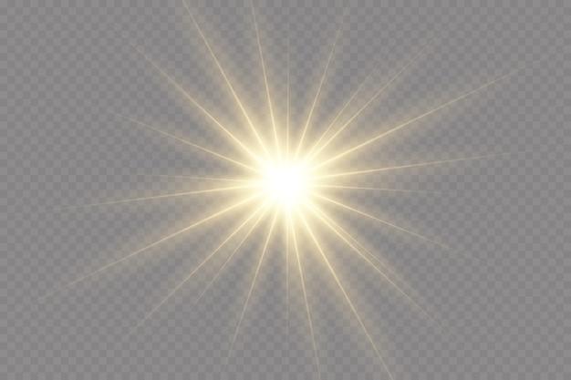 Zestaw błysków, świateł i błysków na przezroczystym tle. jasne złote błyski i odblaski. streszczenie złote światła na białym tle jasne promienie światła. świecące linie.