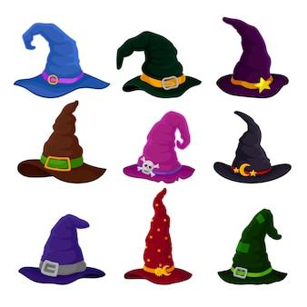 Zestaw czapek czarodzieja z ozdobami i różnymi kolorami. ilustracja na białym tle.