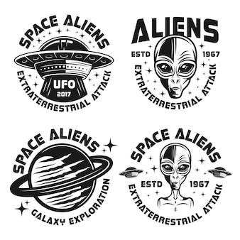 Zestaw czterech emblematów wektorowych ufo i kosmitów