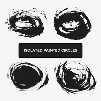 Zestaw czterech kreatywnie malowane kółka na logo, etykietę, branding. czarne tekstury plam pędzla. ilustracja wektorowa.