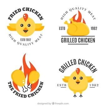 Zestaw czterech logo z kurczaka w płaskim stylu