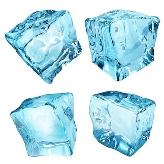 Zestaw czterech nieprzezroczystych kostek lodu w jasnoniebieskich kolorach