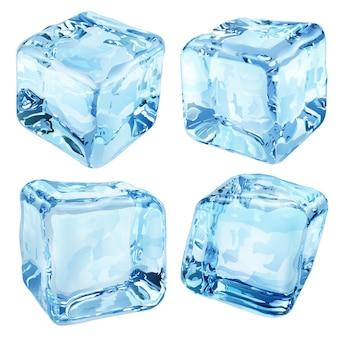 Zestaw czterech nieprzezroczystych kostek lodu w niebieskich kolorach