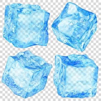 Zestaw czterech realistycznych, przezroczystych kostek lodu w jasnoniebieskim kolorze na przezroczystym tle