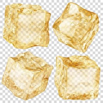 Zestaw czterech realistycznych przezroczystych kostek lodu w złotym kolorze na przezroczystym tle. przezroczystość tylko w formacie wektorowym