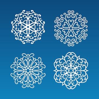 Zestaw czterech ręcznie rysowane białe kręcone płatki śniegu