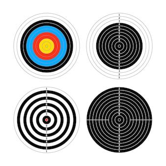 Zestaw czterech różnych celów do strzelania na białym
