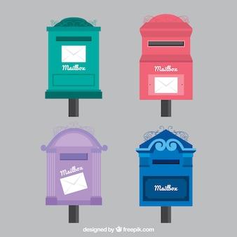 Zestaw czterech starych skrzynek pocztowych
