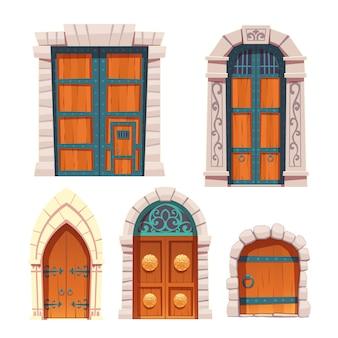Zestaw drzwi, drewniane i kamienne średniowieczne wejścia.