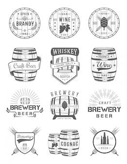 Zestaw emblematów alkoholu w beczce