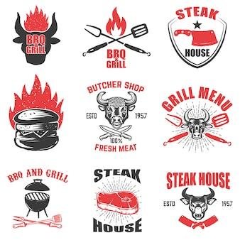 Zestaw emblematów steak house na białym tle. element na logo, etykietę, godło, znak. ilustracja