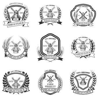 Zestaw etykiet mąki pszennej. emblematy z pszenicą i młynami. na plakat, logo, znak, odznakę. wizerunek