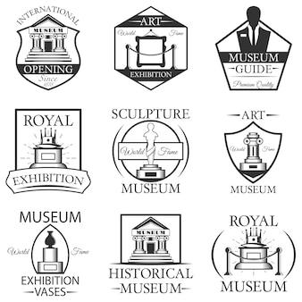 Zestaw etykiet na białym tle muzeum, logo i herby. czarno-białe symbole muzeum i elementy projektu. sztuka, posąg, budynek muzeum, bilet.