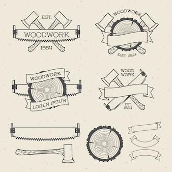 Zestaw etykiet stolarki z piłą, siekierą i pierścieniem drzewa. plakaty, znaczki, banery i elementy projektu. pojedynczo na białym tle. obróbka drewna i produkcja szablonów etykiet. ilustracja.