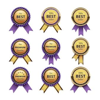 Zestaw gwarancji najwyższej jakości złote etykiety z fioletowymi wstążkami bzu z bliska na białym tle na białym tle