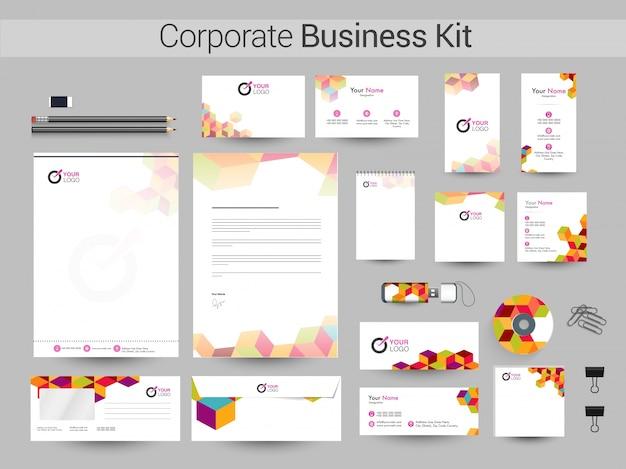 Zestaw identyfikacyjny korporacyjny z kolorowym projektem abstrakcyjnym.