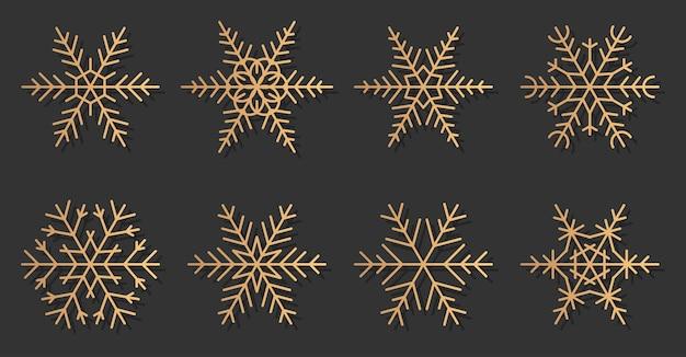 Zestaw ikon eleganckie sylwetki złote płatki śniegu. doskonały do dekoracji banerów wesołych świąt i szczęśliwego nowego roku. modny złoty gradient o różnych kształtach śniegu.