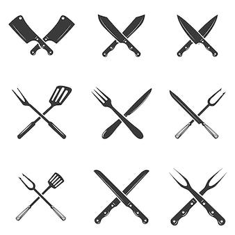 Zestaw ikon noże restauracyjne. sylwetka - tasak i noże szefa kuchni. szablon logo dla firmy mięsnej - sklep rolnika, rynek lub - etykieta, naklejka.
