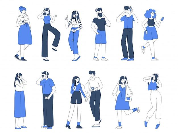Zestaw ilustracji miłośników muzyki. ulubiona przyjemność z melodii, przyjemność. młodzi mężczyźni i kobiety ze słuchawkami, ludzie poruszający się, aby pokonać płaskie kontury znaków na białym tle