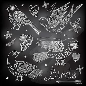 Zestaw ilustracji ptaków i serc