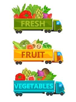 Zestaw ilustracji z ciężarówkami pełnymi świeżych warzyw, owoców i jagód.