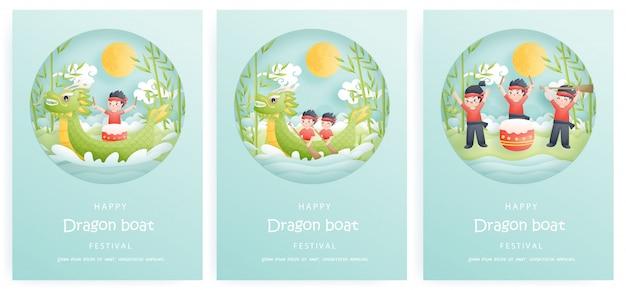 Zestaw kart happy dragon boat festival z wiosłem chłopca, wyścigami łodzi i bambusowymi drzewami, kolorowe tło. wycinanka.