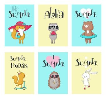 Zestaw kart lato, ręka wektor ilustracja. witaj lato, aloha, uwielbiam lato, letnie wakacje kaligrafię z uroczymi wiewiórkami, jeżem, niedźwiedziem, lisem, króliczkiem i szopem.
