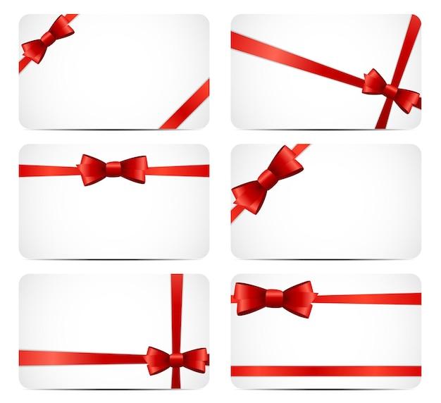 Zestaw kart podarunkowych z czerwoną wstążką i kokardą. ilustracja wektorowa eps10