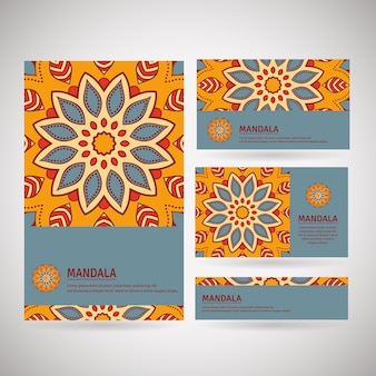 Zestaw kart, ulotek, broszur, szablonów z ręcznie rysowane wzór mandali. vintage w stylu orientalnym. motyw indyjski, azjatycki, arabski, islamski, otomański.