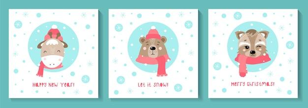 Zestaw kartek świątecznych z uroczymi zwierzętami. niedźwiedź, żyrafa, szop