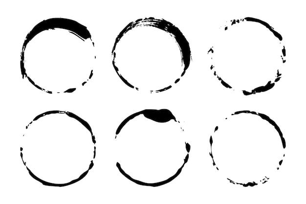 Zestaw kół grunge plamy wina lub kawy. wektor okrągłe kształty. brudne tekstury banerów, pudełek, ramek i elementów projektu. malowane obiekty na białym tle