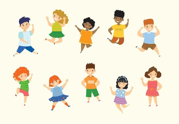 Zestaw kolekcja szczęśliwe małe dzieci. na białym tle w stylu płaskiej