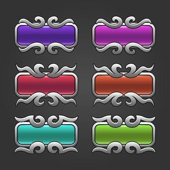Zestaw kolorowych kwadratowych przycisków ze srebrną ramką wirową z tłoczonymi wersjami.