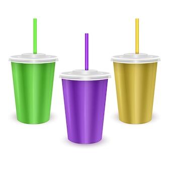 Zestaw kolorowych papierowych kubków jednorazowych z pokrywką i słomką do picia zimnego napoju