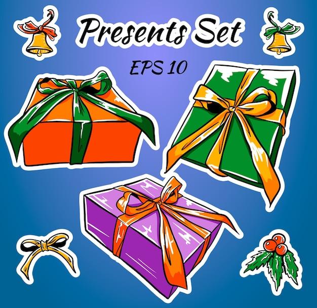 Zestaw kolorowych pudełek prezentowych z kokardkami i wstążkami.