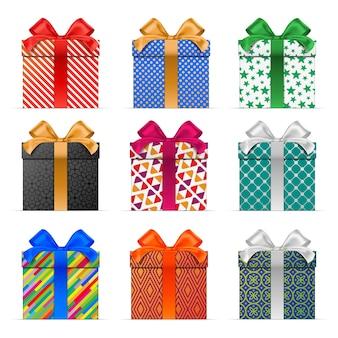 Zestaw kolorowych pudełek prezentowych z różnymi wzorami pakowania.