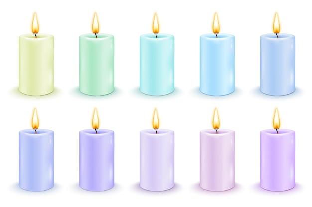 Zestaw kolorowych świec cylindrycznych z płonącymi płomieniami. realistyczne ilustracje wektorowe.
