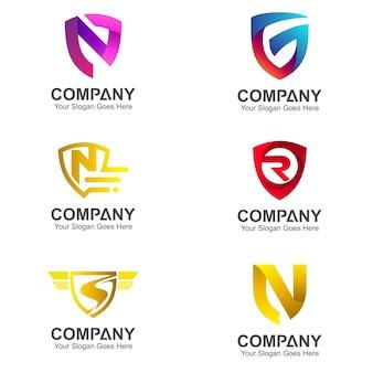 Zestaw kombinacji logo tarcze z literą początkową