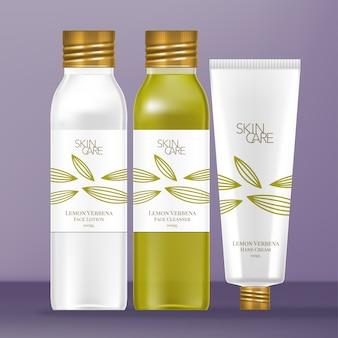 Zestaw kosmetyków z przezroczystą plastikową lub szklaną butelką i kosmetyczką. metaliczna złota zakrętka z motywem z cytryny werbeny.