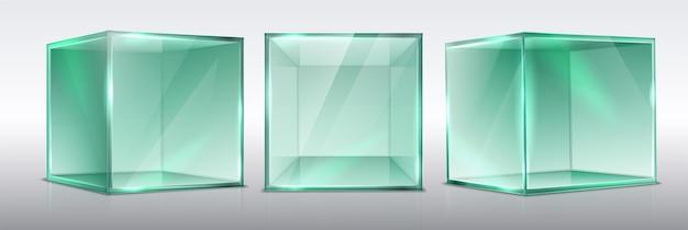Zestaw kostek prezentacji przezroczystego szkła na białym tle