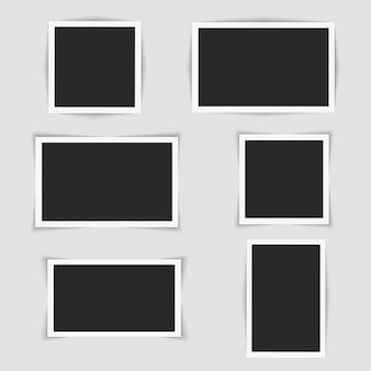 Zestaw kwadratowych ramek do zdjęć.