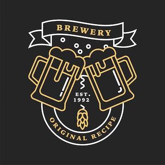 Zestaw liniowych logo browaru. etykiety z butelkami i chmielem