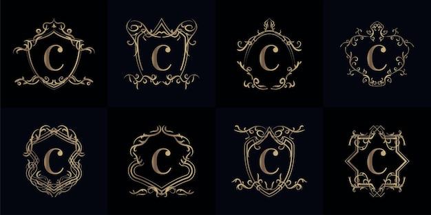 Zestaw logo inicjał c z luksusowym ornamentem lub ramką kwiatową