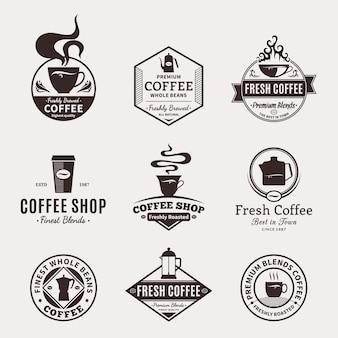 Zestaw logo kawiarni. etykiety kawy z przykładowym tekstem.
