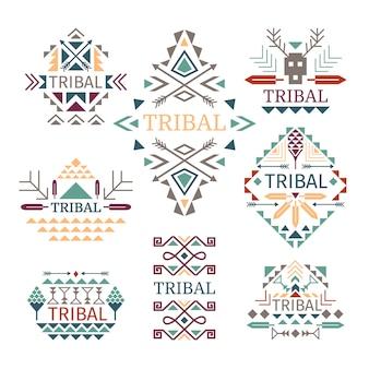 Zestaw logo plemiennego. wektor kolorowe indyjskiej kultury bawełny sukienka wzory, szopka i znaki plemienia na białym tle