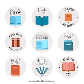 Zestaw logo z książkami w płaskiej konstrukcji