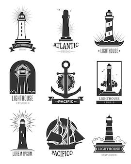 Zestaw logo żeglugi morskiej. pojedyncze monochromatyczne ilustracje latarni morskich, kotwicy i statku. dla godła nawigacji morskiej, podróży morskich, szablonów etykiet rejsów