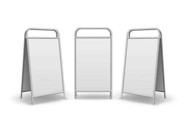 Zestaw metalowych prostokątnych pustych stojaków reklamowych chodnik
