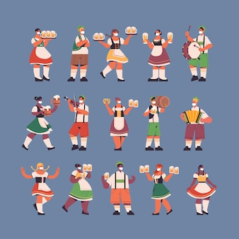 Zestaw mix kelnerów wyścigu trzymając kufle do piwa oktoberfest party celebracja koncepcja szczęśliwi ludzie w niemieckich tradycyjnych strojach dobrze się bawią