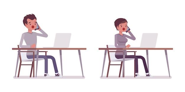 Zestaw młodego mężczyzny i kobiety pracującej przy biurku